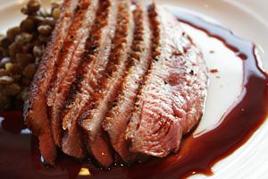 仏産雌鴨胸肉のロースト、ピノ・ノワールのソース
