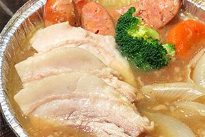 自家製塩蔵豚バラ肉とシュークルート、ソーセージの煮込み、リヨン風